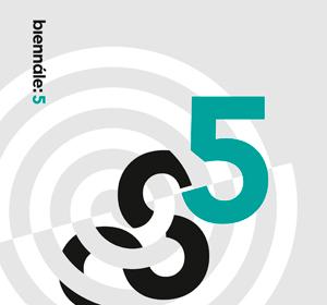 <span>Biennale 5</span><i>→</i>